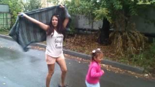 Дождик нам ни кто не нужен,мы шлепаем по лужам)))