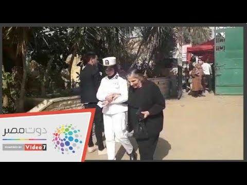 الشرطة النسائية تساعد كبار السن فى لجان الاستفتاء بروض الفرج  - 18:56-2019 / 4 / 22