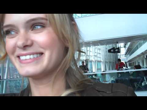 Sara Paxton singing on set!