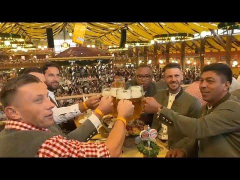 لاعبو بايرن ميونخ السابقين يشربون البيرة ويمدحون لوكا مودريتش…  - نشر قبل 38 دقيقة