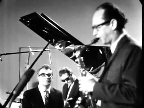 Paul Desmond Take Five Solo (1966). Alto Jazz Sax.