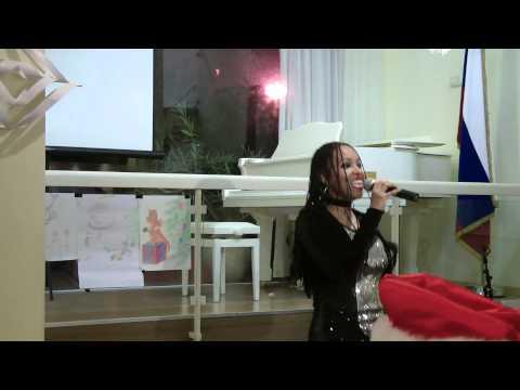Elisete sings Verka Serduchka at the Russian Center - Vse budet horosho