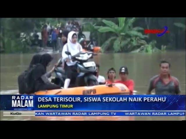 Desa Terisolir Banjir, Siswa Sekolah Di Naik Perahu