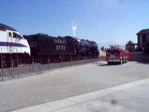 Santa Fe 3751 Leaves Staion 153 after a Photo Stop