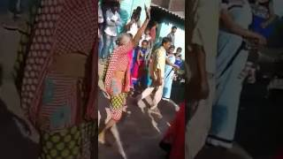 Download Hindi Video Songs - 440 volt dance of 60 year old granny.