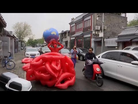 شاهد: بثوب من القبلات الحمراء.. فنانة صينية تنشر الحب والوعي بمناسبة يوم الأرض…  - نشر قبل 16 ساعة