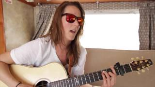 Beyries-The Pursuit of Hapiness (Live dans son Winnebago)