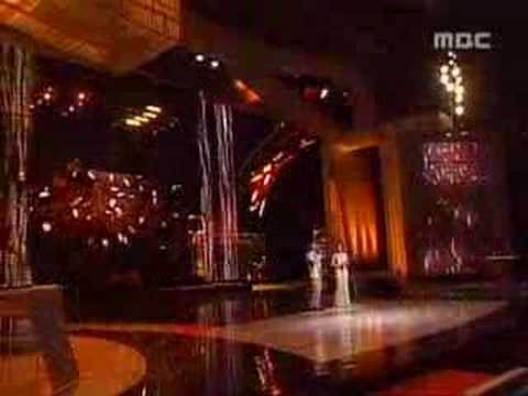 Song Yoon Ah Singing in Awards night