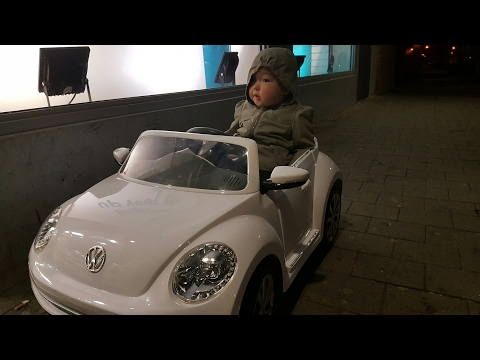 Volkswagen Beetle 6V Ride On with Remote Control at night 2017