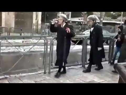 Arabs gang up on hareidi Jews in Jerusalem