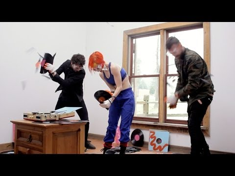 Paramore: Most Vinyl Records Broken By 3 People In 1 Minute