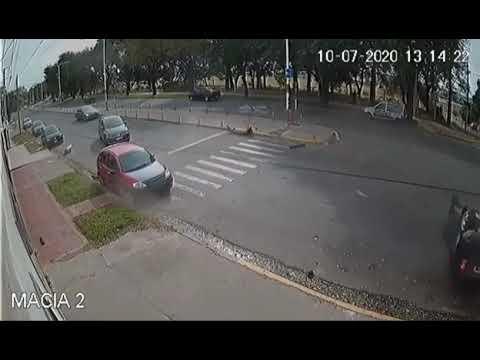 Imágenes del violento vuelco de una embarazada y su familia en Paraná