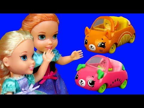 Cutie Cars ! Elsa and Anna toddlers are having fun - playdate playset - Aurora is upset - mini cars