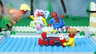 Lego SPIDERS ARMY Swimming Pool FAIL