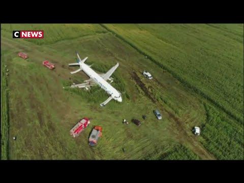 un-avion-atterrit-en-urgence-dans-un-champ-de-maïs-en-russie