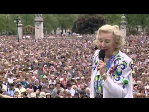Vera Lynn relases new album aged 97