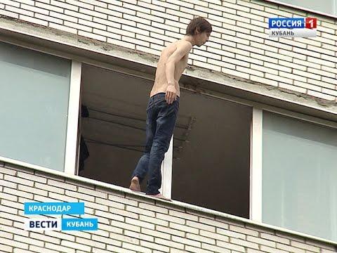 Молодой человек грозился спрыгнуть с балкона 9 этажа - видео.