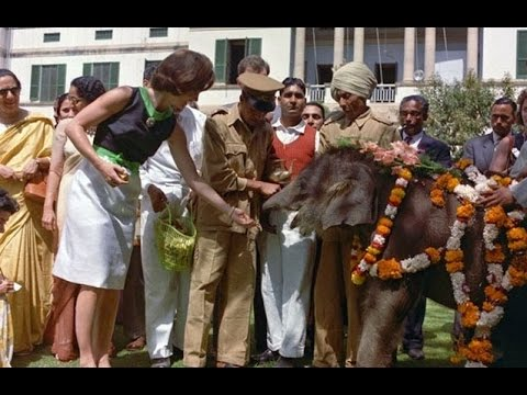 25 CAPTIVATING COLOR PHOTOGRAPHS OF JACKIE KENNEDY IN INDIA IN MARCH 1962