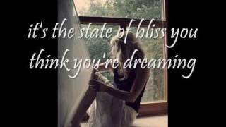 Innocence - Avril Lavigne (acoustic) with LYRICS