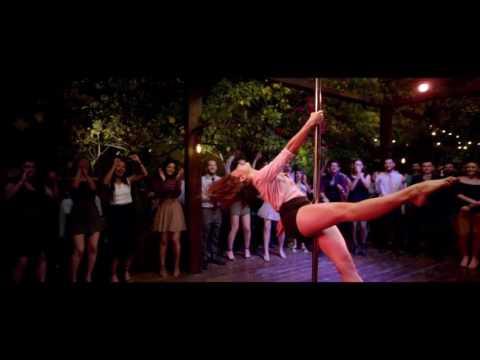 Jacqueline Fernandez pole dance A...