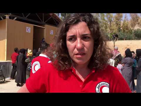 Providing first aid to displaced people in Syria