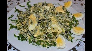 Салат из стручковой фасоли с вареными яйцами.