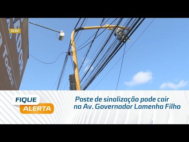 Poste de sinalização que fica na Av. Governador Lamenha Filho pode cair