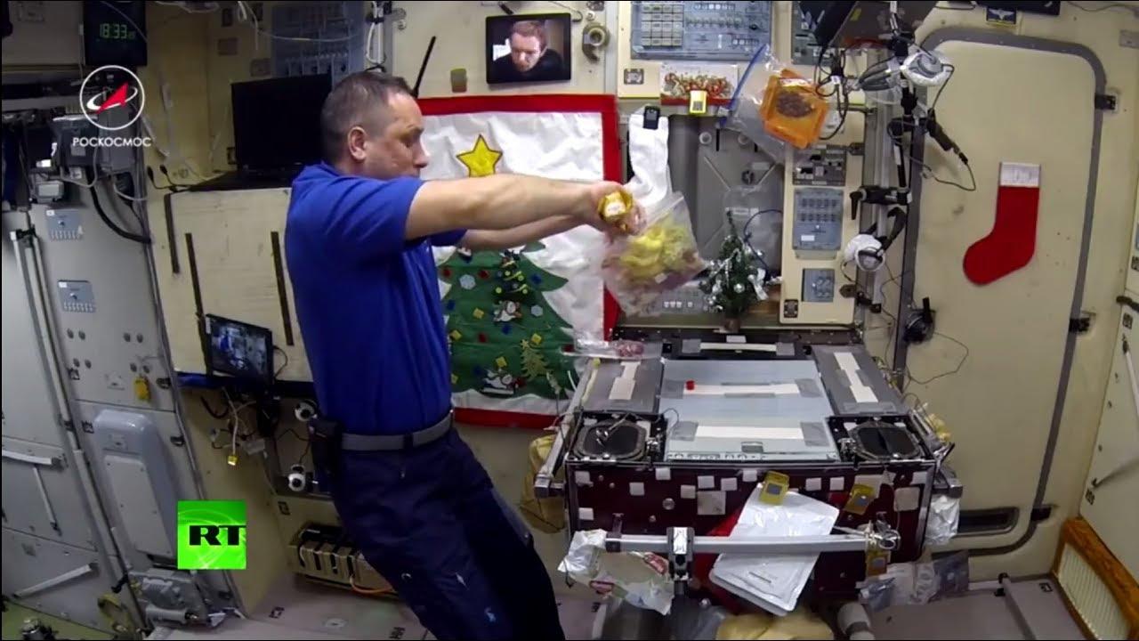 Оливье в условиях невесомости: как космонавты готовили главный новогодний салат на МКС