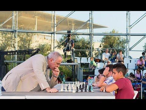 Ο Garry Kasparov παίζει σκάκι με τη νέα γενιά της Ελλάδας