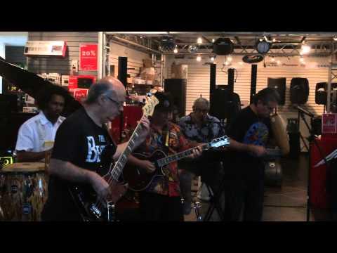 Evil ways by La Marea at    Cia. Alfaro musical store, Panama city, Panama.