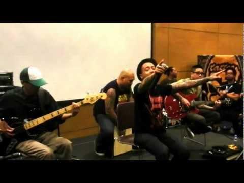 Kamikazee Live Acoustics - Halik - Komikon 2012
