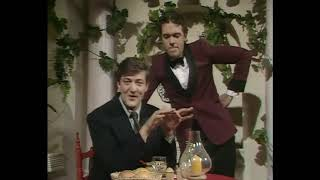 Скетч про суп и костю. Шоу Фрая и Лори 1сезон скетч из первой серии.