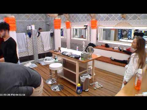 Big Brother Canada 4 - LOL! Nikki opens up the shower door to see Phil