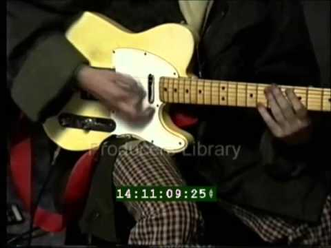 Flea and River Phoenix - living room jam
