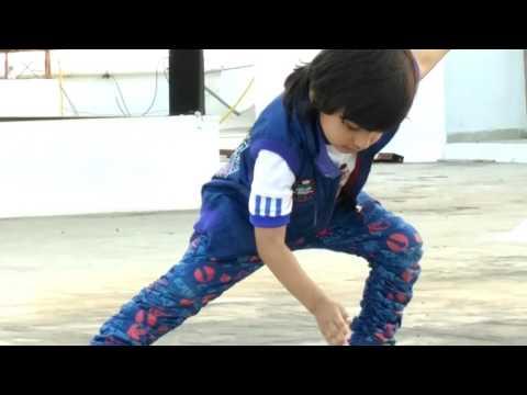 Flying Jatt trailer glimpse by just 04 year old kid