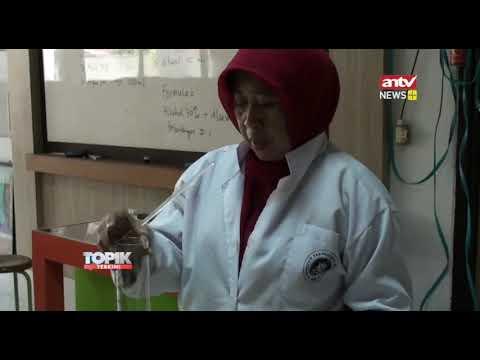 pengajar-sman-10-bandung-produksi-antiseptik-pencuci-tangan