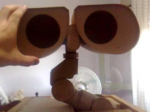 construyendo a wall e en carton building a cardboard. Black Bedroom Furniture Sets. Home Design Ideas