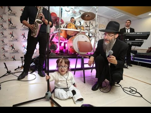 Avraham Fried Sings at Belev Echad Shabbaton