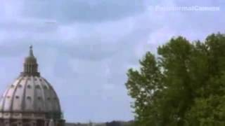 A strange object in the sky captured the attention of many people - UFO sightings 2013