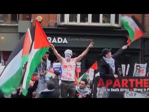 """""""ישראל אונסת אמהות"""": היהודים בבריטניה בורחים מהאנטישמיות"""