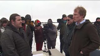 Minister and Mohawks hold crucial meeting with protesters