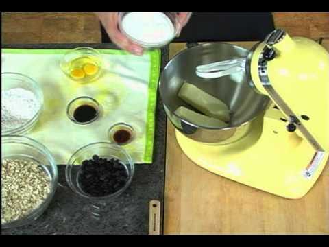 Crispy Chewy Oatmeal Raisin Cookies | SPLENDA® Recipes