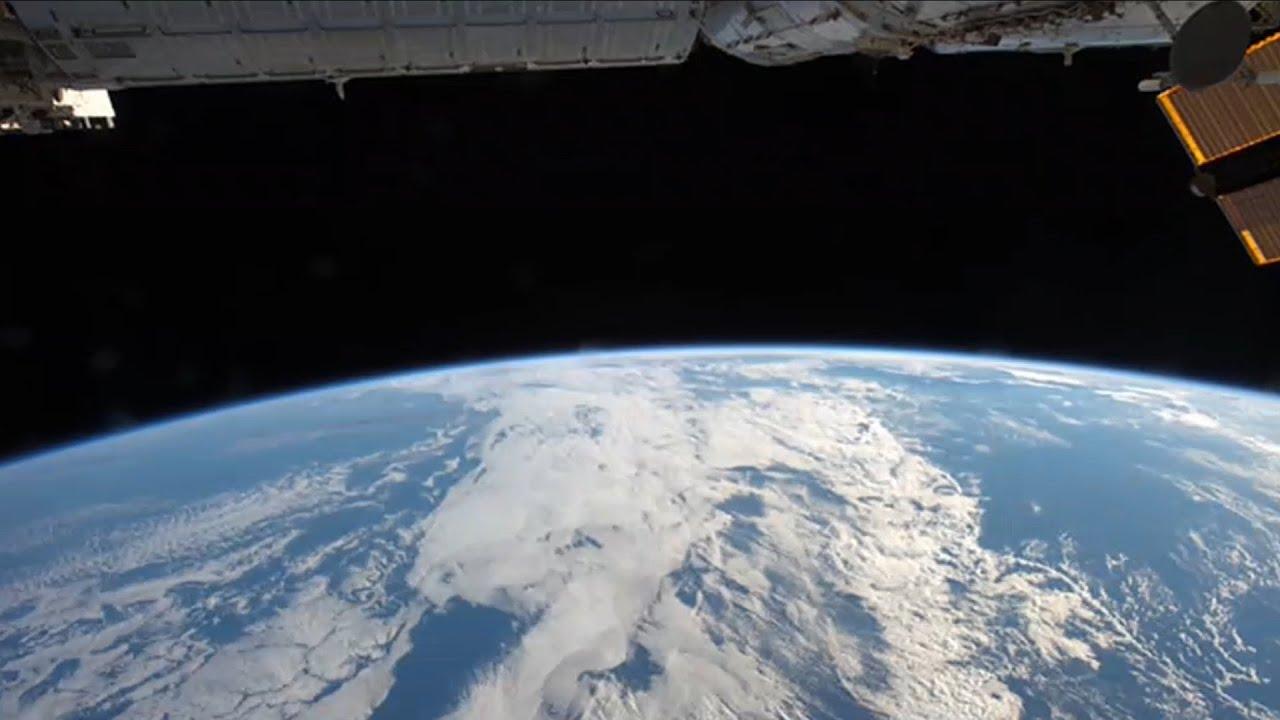 immagini dallo spazio la terra dalla notte al giorno