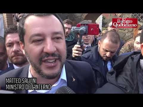 Salvini se sube a una excavadora para demoler la casa de un clan mafioso