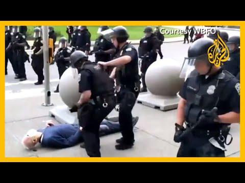 فيديو يظهر أفراد من الشرطة بولاية #نيويورك وهم يدفعون متظاهراً يبلغ من العمر 75????  - نشر قبل 12 ساعة