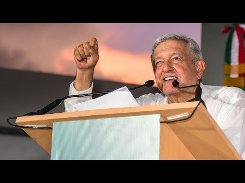 Con mantas y gritos reclaman a AMLO dentro de Palacio Nacional, ovacionan respuesta del presidente from YouTube · Duration:  19 minutes 53 seconds