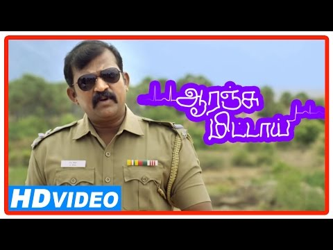 Orange Mittai Tamil Movie | Scenes | Police Helps To Fix The Flat Tyre | Vijay Sethupathi