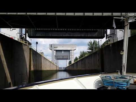 Cruising up the Amsterdam-Rhine Canal - entering a