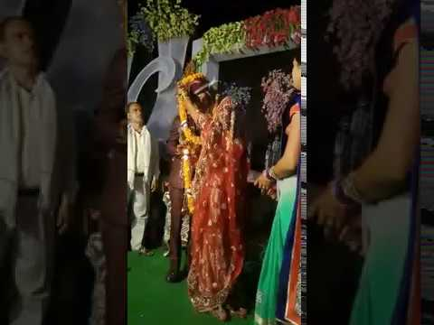 Whatsapp Funny Marriage Video - Lol happens at Var Mala Time