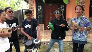 VIRAL..!! MAMIK PENGAMEN ALAY KARANGAMPEL | MEMORI BERKASIH LAGU MALAYSIA MP3